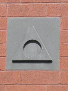 Foto von steinernden Al-Anon Logo