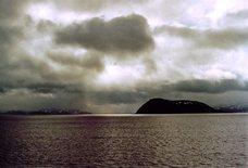 Foto, Meer mit dunklen Wolken