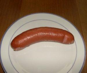 Foto mit Wurst auf einem Teller